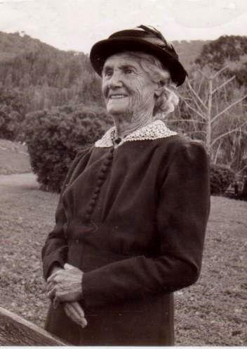 Rachel BAYLISS 1869 sister of Lottie Stockdale. Two Stockdale brothers married two Bayliss sisters. George Stockdale husband of Rachel Bayliss & Lottie Stockdale, sister of Rachel, tragically died young.