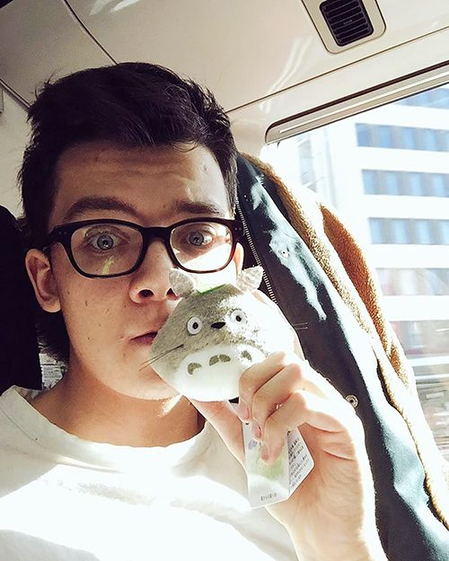 • @asabopp; I'M BACK #TOKYO | Was lovely to meet some Japanese fans at the airport, thank you for all the gifts! (Including this adorable little Totoro)