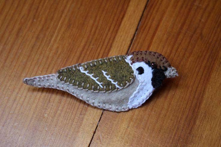 a lovely little bird, tree sparrow (mazurek), a broche made of felt