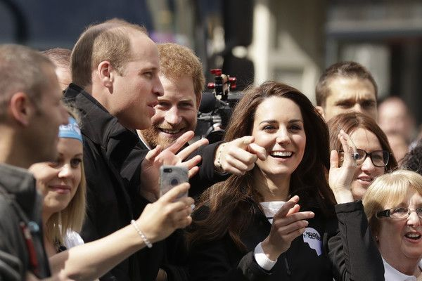 Kate Middleton Photos Photos - Britain's Prince William, Duke of Cambridge, Prince Harry and Catherine, Duchess of Cambridge cheer on runners at a Heads Together cheering point along the route of the 2017 London Marathon on April 23, 2017 in London, England. - The Duke