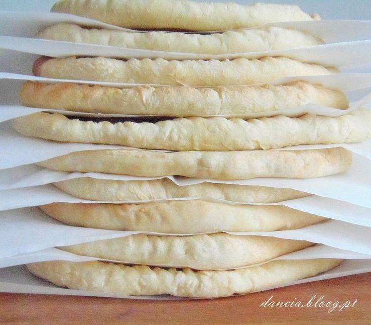 Lubicie pizzę? Ja bardzo. Od czasu do czasu można sobie wyczyścić lod wkę:) Myślałam, co zrobić, żeby się nie narobić. Mam na myśli ciasto, kt re dobrze jest mieć pod r...