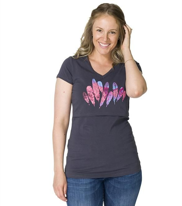 With it's flattering v-neck, long silhouette and super convenient nursing opening, this is a great nursing top with a beautiful print.  #breastfeeding #momzelle #nursingtop