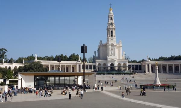 Our Lady of Fatima, Portugal - Advice what to see in 1 day. And why should you stay longer! Your 7 places to see and when you are in Fatima Portugal.