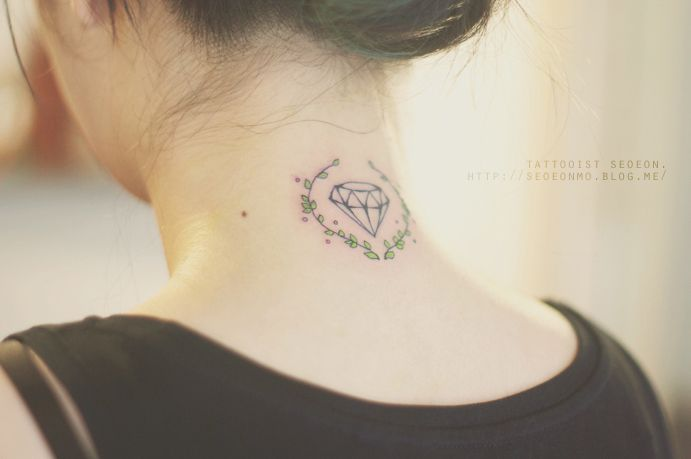 Seoul-based tattoo artist Seoeon's tattoos are so delicate and discreet that the fear of commitment disappears the moment you see her designs. Seoeon's signature style involves simple lines, pastel colors and geometric figures which she uses to create tiny whimsical designs with origami cranes, diamonds, cats, bows, unicorns and hearts.