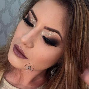 O post de hoje é dedicado as apaixonadas por maquiagem ( eu) que não se cansam de procurar referências na internet. Começando por esta maq...