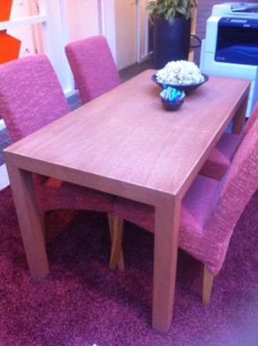 Hoort bij balie Zgn eetkamer tafel met 4 stoelen