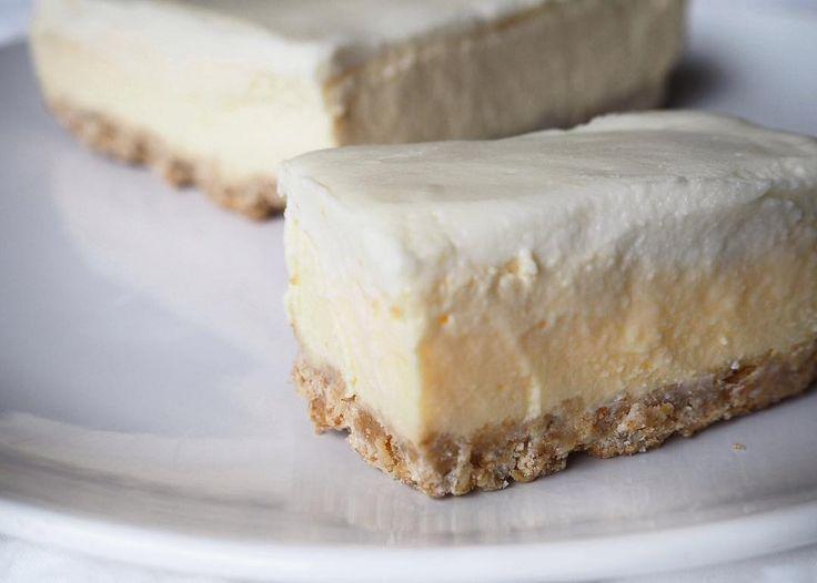 "2,965 To se mi líbí, 10 komentářů – 🍏 ""FIT"" RECEPTY 🍏 (@fit.recepty) na Instagramu: ""Coconut-Vanilla Cheesecake @nikola_fiskova  KORPUS: mandlová mouka + kokosový olej -> smíchat a…"""