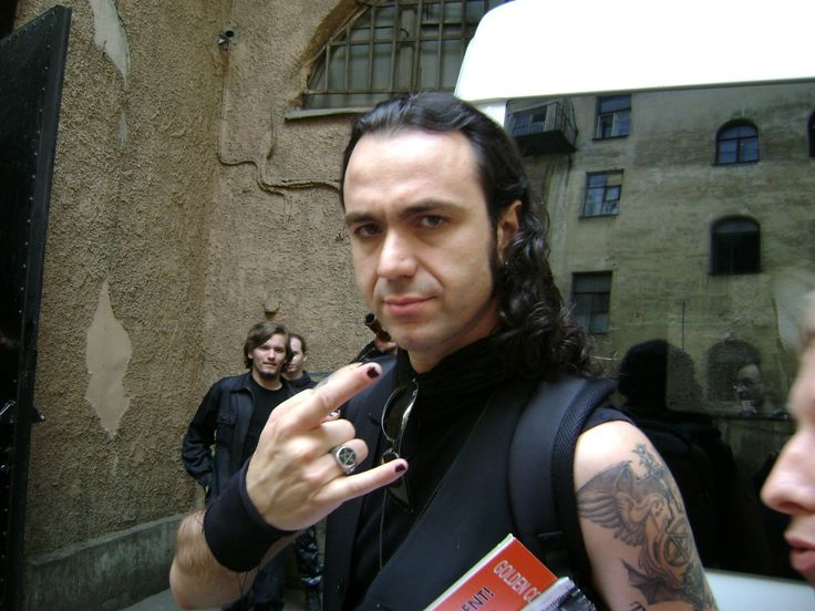 Happy Birthday Oggi il cantante Fernando Ribeiro (( Moonspell [Morbid God], Daemonarch, Orfeu Rebelde )), compie 41 anni. Tantissimi Auguri ...\m/ \m/