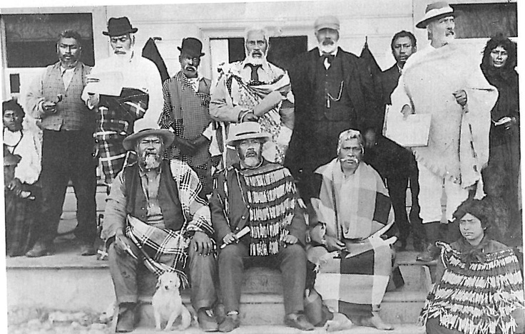Image : Tamahau Mahupuku, with other leaders at Pāpāwai.       The women have not been identified but may have included two of Tamahau's wives, Areta and Raukura, and his cousin Niniwa i te Rangi. All three were involved in Te Kotahitanga; Raukura worked on the newspaper Te Puke Ki Hikurangi with Niniwa i te Rangi. Areta was often prominent at meetings and other social gatherings of the time. [Alexander Turnbull Library]