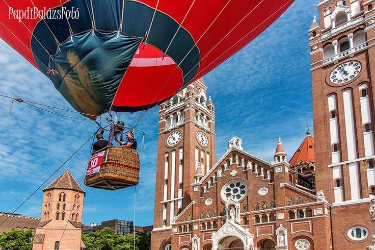 Start - land, Dóm téri mutatvány http://www.szeretlekmagyarorszag.hu/mindig-tud-ujat-mutatni-a-varos-interju-az-egyik-legszegedibb-fotossal/