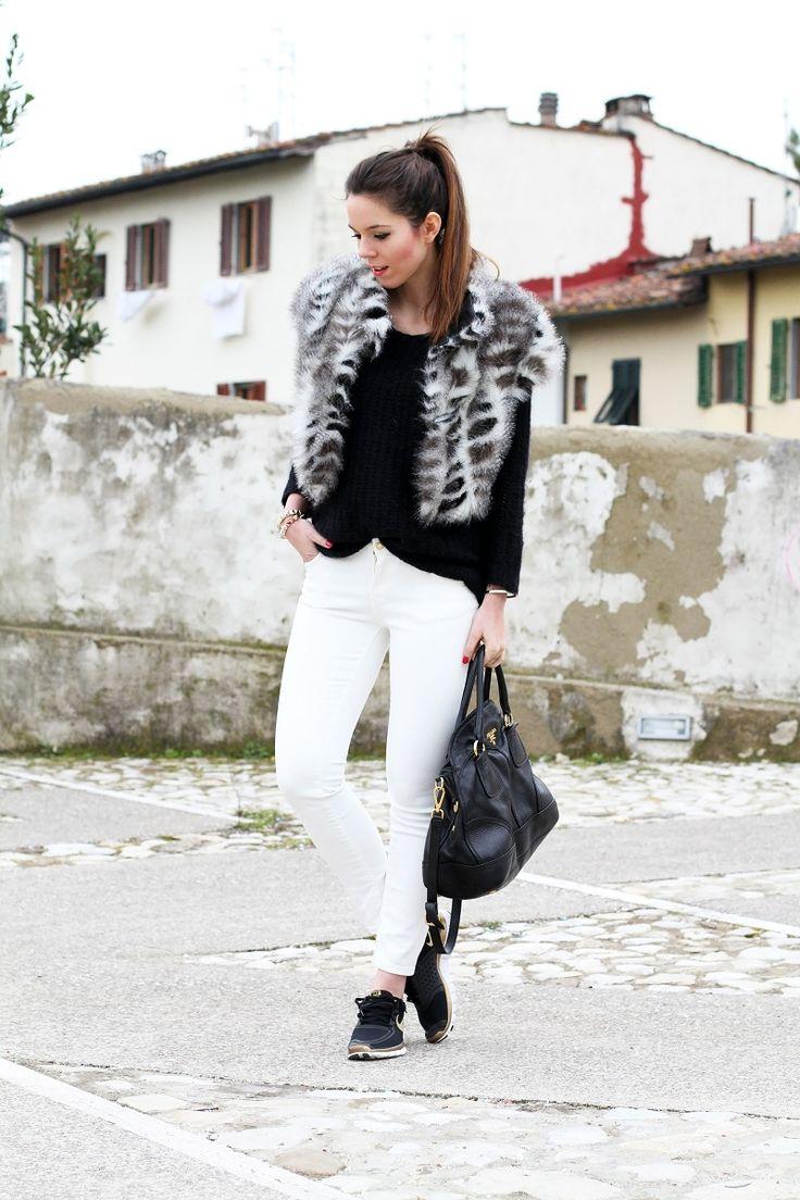 irene colzi irene closet look outfit streetstyle nike runners pelliccia ecologica pantaloni bianchi con striscia nera zara