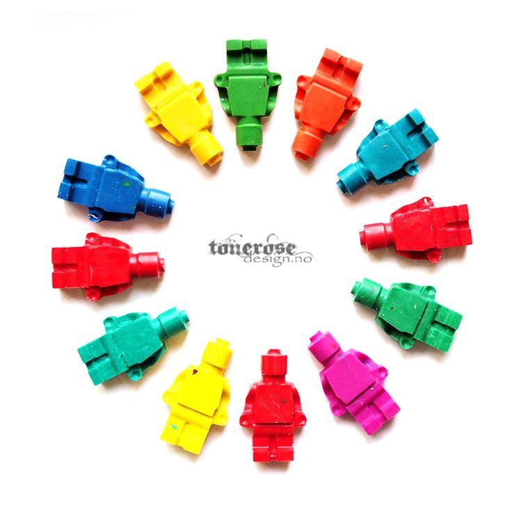 Lag fargestifter i legoform! DIY på bloggen   Make your own crayons in the lego shape! =)