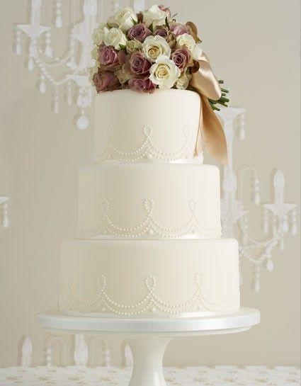 Vintage wedding cake. - Check out navarragardens.com for info on a beautiful Oregon wedding destination!