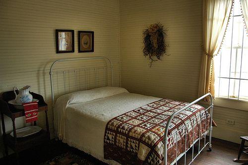 Best 25+ Antique Iron Beds Ideas On Pinterest