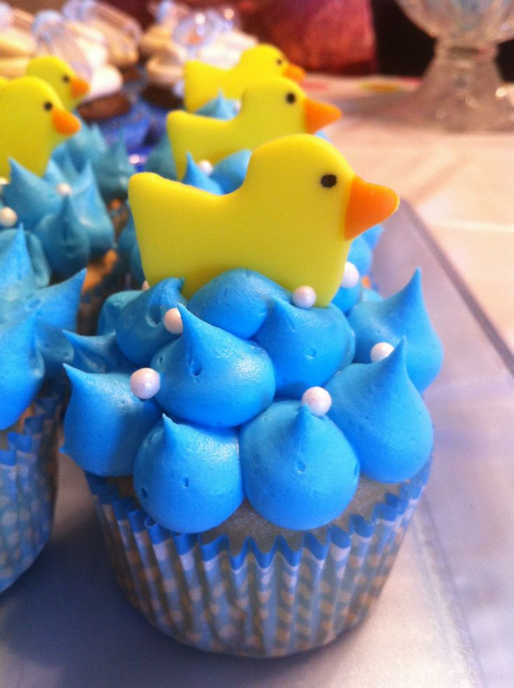 Duck Baby Shower cupcakes - Baby shower cupcakes with fondant Duck and candy pearls for bubbles