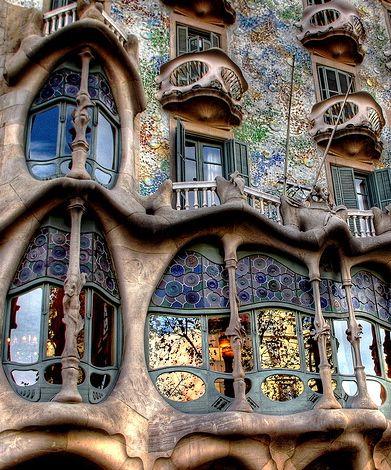 Detalles modernistas en la Casa Batlló de Gaudí - Barcelona.  http://www.weplann.com/barcelona/entradas-casa-batllo