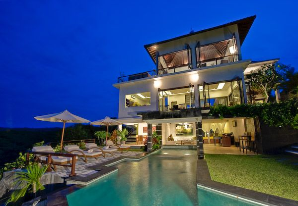Villa Moonlight  Exterior Night