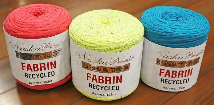 TシャツヤーンFABRIN(ファブリン)でズパゲッティバッグをざくざく編もう!1  リサイクルコットンを裂いた素材で、おしゃれなクラッチバッグやトートバッグ、ポーチ、アクセサリーなどがざくざく編める!  Tシャツなどの生地の裁断余分を編み糸としてリサイクルしたエコ素材の超極太糸「FABRIN(ファブリン)」が、ハンズマンのホビーコーナーで今とっても人気です! Tシャツの色や柄がそのまま糸のデザインに♪ 裂き布の素材感と太さを生かして、おしゃれな作品を編んでみませんか?