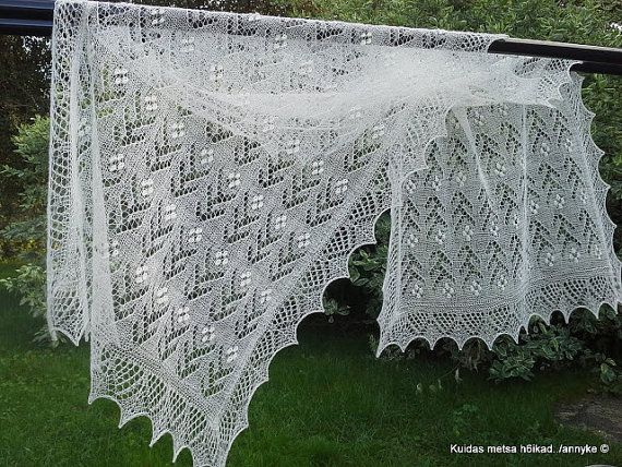 Hand knitted Haapsalu shawl Flower pattern by AnnysLacyBoutique
