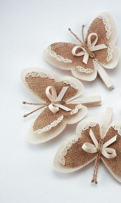 Conjunto de 5 pines de ropa con alas de la mariposa, alas de la mariposa, arpillera blanca elegancia de la cabaña rústica decoración de la boda, decoración del hogar, de los ornamentos de la arpillera