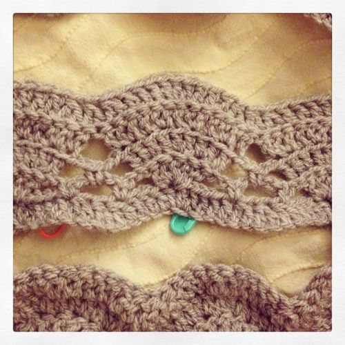 I found the above photo online recently and fell in love with the simple fan ripple and colour choices. The blanket as designed by a French Crocheter called Patty, and her website can be found here : http://pattycrochete.canalblog.com/ The pattern...