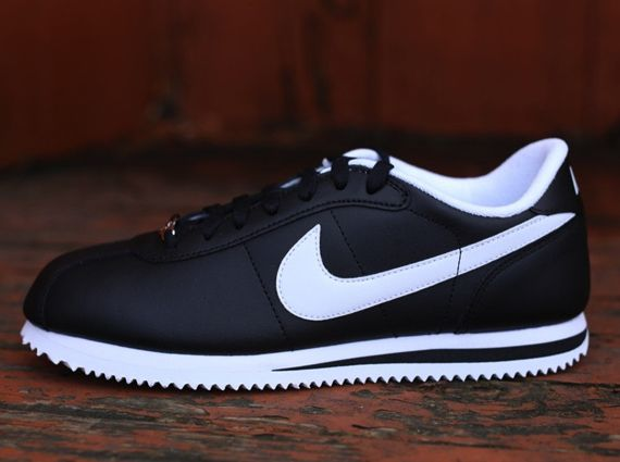 buy popular 6f730 1894a Nike Cortez – Black – White   My style   Nike shoes, Nike cortez mens, Nike  cortez black