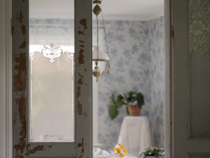 My vintage swedish home. With the beautiful wallpaper Vera från Sandbergs tapeter