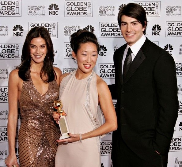 Brandon Routh Photos - Actress Sandra Oh poses with her award for 'Best Supporting Actress in a Series, Mini-Series or TV Movie' with actors Teri Hatcher (L) and Brandon Routh during 63rd Annual Golden Globe Awards at the Beverly Hilton on January 16, 2006 in Beverly Hills, California. - 63rd Annual Golden Globe Awards - Press Room