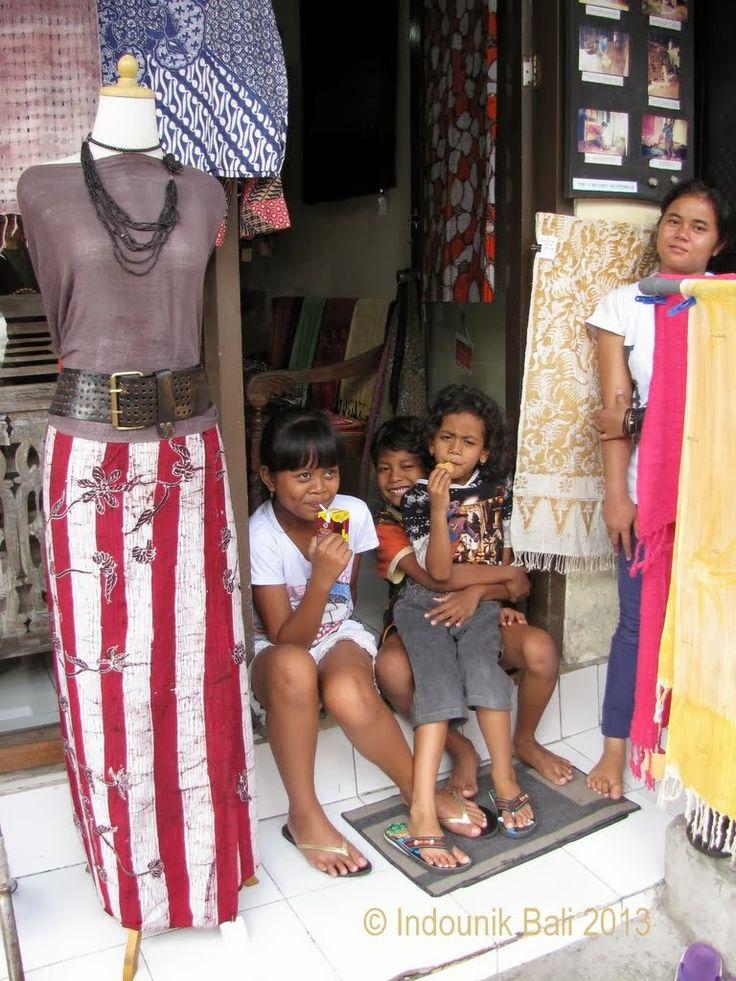 Love, love, love, this Makassan striped batik sarong on Jalan Monkey Forest, Ubud, Bali. Photo by Indounik #batik