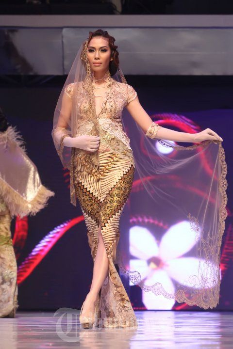 20140904_153951_fashion-show-anne-avantie-25-tahun-berkarya.jpg