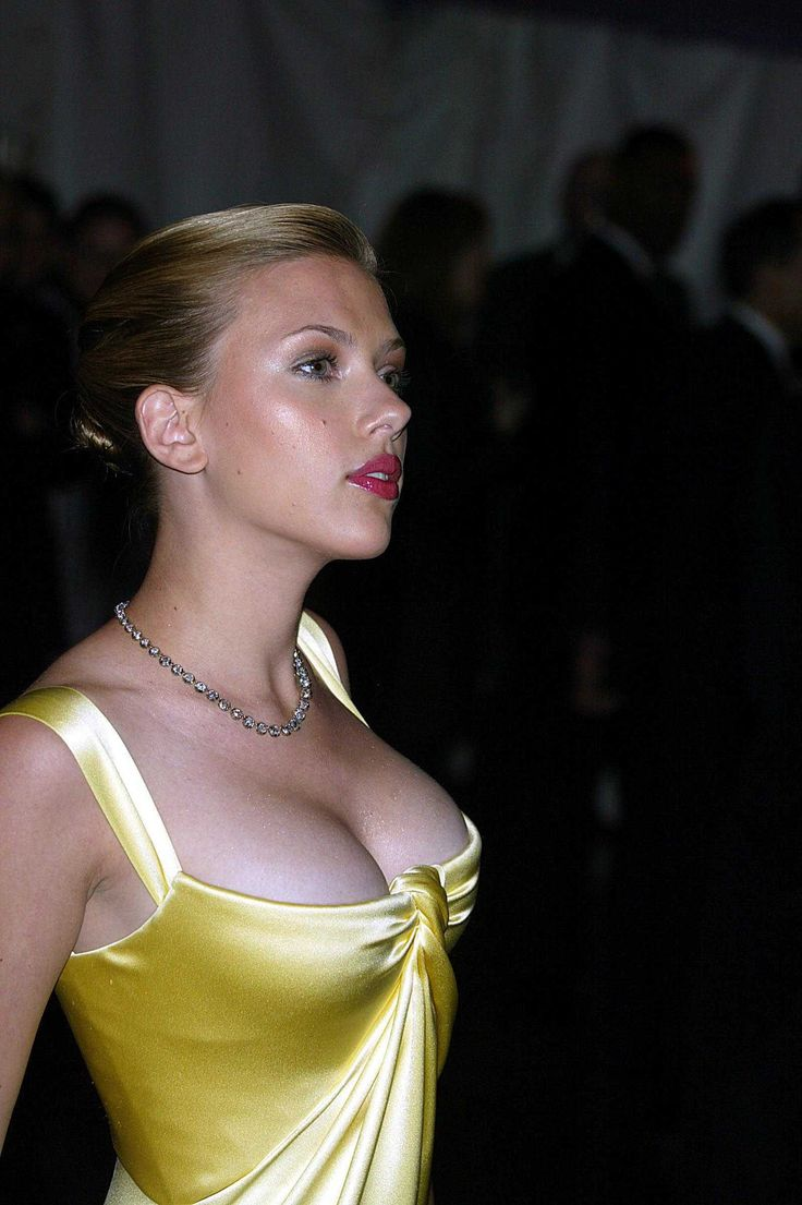 Scarlett Johansson and i have the same size rack :) now if i only could get those little arms ???