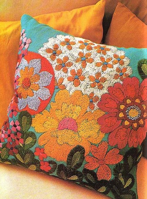 Hermoso almohadón bordado ....