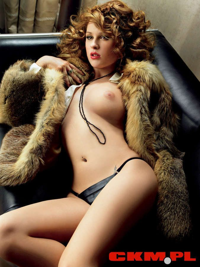 Dwa lata po pierwszej rozbieranej sesji, aktorka ponownie rozebrała się do magazynu