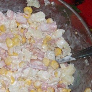 Салат из копченой курицы с ананасом