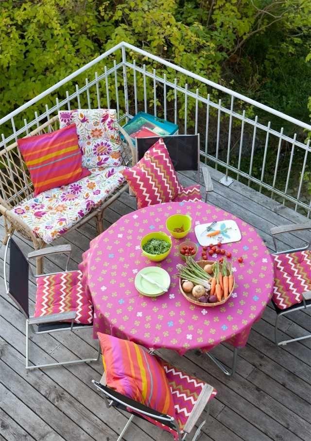 Terrassengestaltung Boho Chic Bunte Farben Muster Pink Essplatz