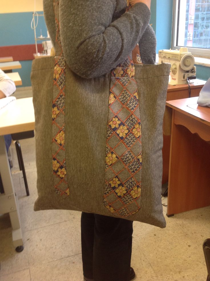 Kıravattan çanta yapımı.çantanın şapları kıravattan yapılmıştır ve astarlıdır.