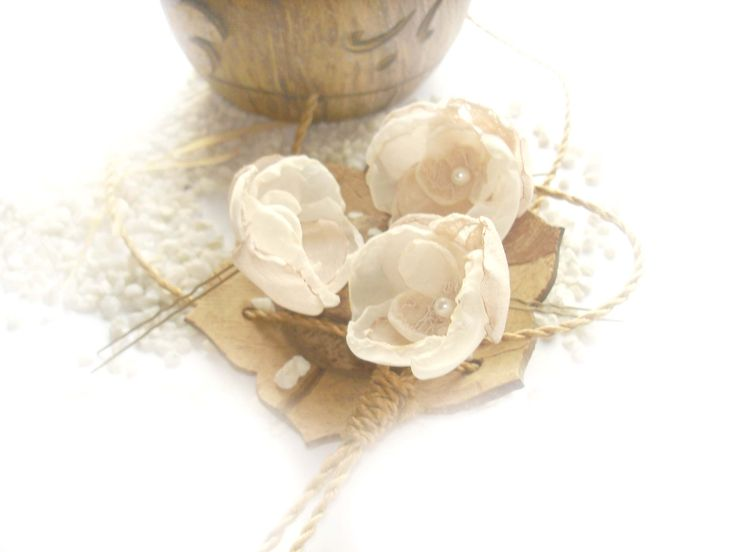 Wedding hair accessory in ivory! Moolah'd is an online marketplace for people to buy, sell, and request products and services. Additionally Moolah'd is a platform for users to make money online doing anything they're good at! ... Continue reading » Nivesh Saharan....
