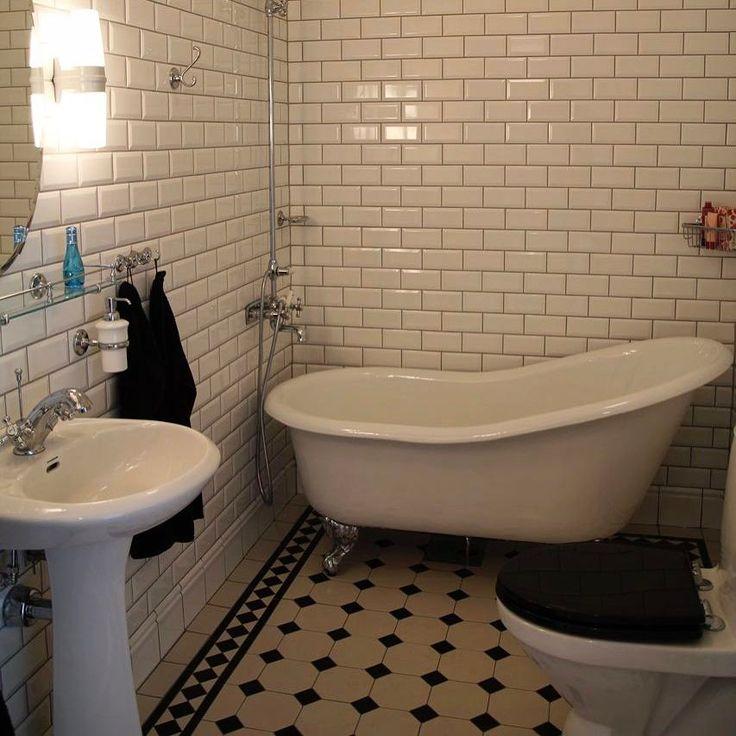 """552 gilla-markeringar, 14 kommentarer - Byggnadsvård, Classic Interior (@dicransarafian) på Instagram: """"Här är vårt badrum på Björkö. Vad tycks? Vi älskar vårt badkar som är Versailles från @byggfabriken…"""""""