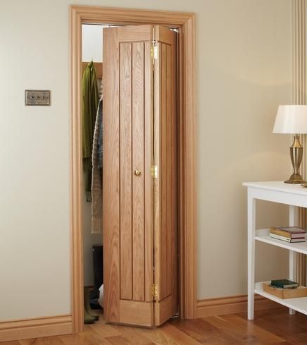 dordogne oak bi fold internal hardwood doors doors joinery howdens joinery - Bathroom Doors Design