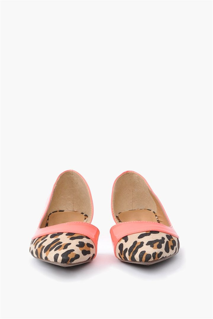 Deon Leopard Flats...this design is adorable. I love the soft pinky coral against the bold leopard print