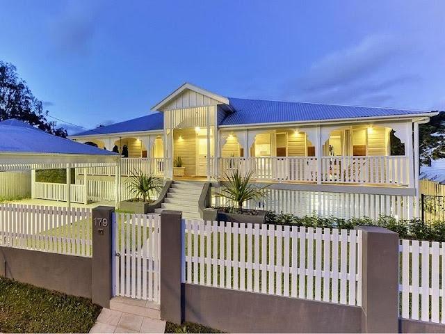 Brisbane meets Hamptons style - raising house covering bottom #australianhomes #brisbane