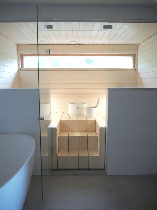 Se olisi lauantaisaunan aika. Tänä kesänä on saunottu mökkisaunoissa, mutta nyt kurkataan ihan tänne meidän oman kodin saunalle...