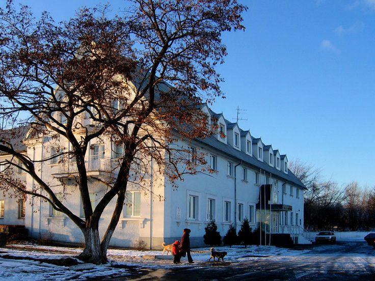 Das Hotel Goldener Anker bietet für Besucher eine angenehme Unterkunft, nach Erwerb der entsprechenden Berechtigungsscheine (Propusk) kann man sich in Pillau ziemlich frei bewegen. Foto 2007.