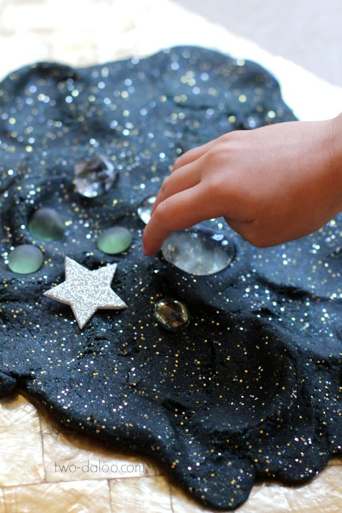 Stretchy Night Sky Playdough and Loose Parts