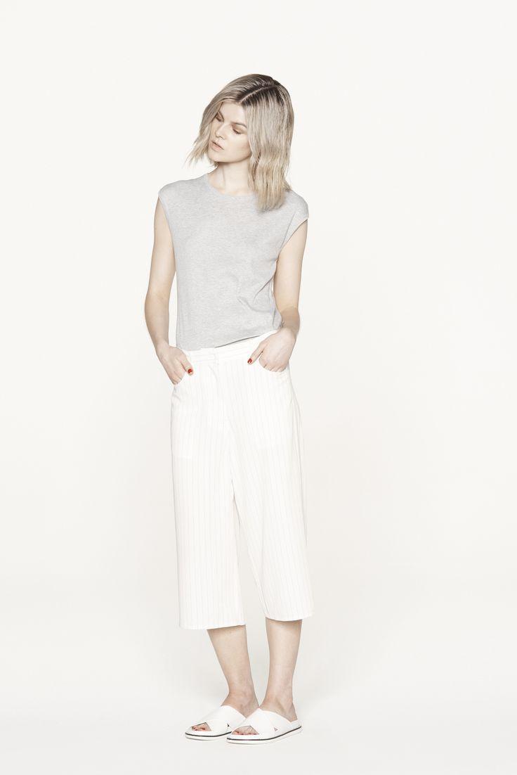 THIRD FORM RESORT 15 | TURNING TEE #thirdform #fashion #streetstyle #minimal #trend #chic #tee #greymarble