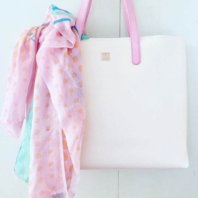 Summer love 💕. Shop this Hampton carry-all tote and more at 40% off with code XMAS40. Hurry offer ends Monday. includes Free Shipping too - woo hoo! #tote #carryall #yummymummy #pink #shopper #travelbag #love #musthave #fashionblogger #potd #accessories #gifts #luxuryfashion #luxeloves #leatherbag #friyay
