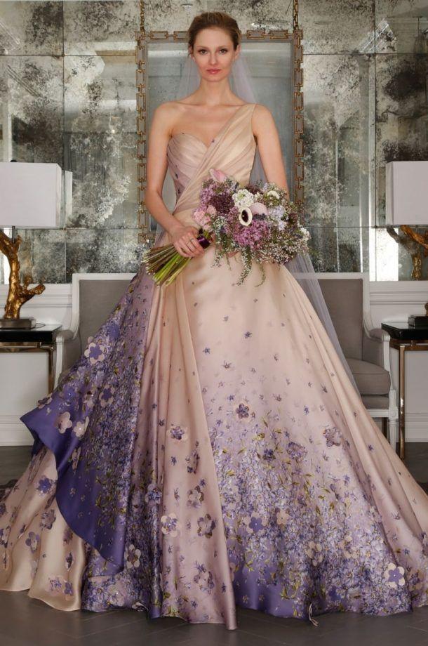 Romona Keveza robes de printemps 2017 - robe de mariée robe de bal avec jupe ample, décoré avec des fleurs de lilas.