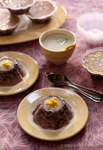 Puding Ketan Hitam | Black Glutinous Rice Pudding- This is an easy and simple dessert, only water, sugar, coconut milk and glutionus rice. Bring them boiled, and pour it into a mold. Let them get cold in the fridge and ... you'll get a fresh dessert. Very simple, isn't it ?  add some chopped jack fruit to the pudding and the sauce to give them special flavour. This is a perfect dessert during the hot weather. V.Samperuru #IndonesianCulinary