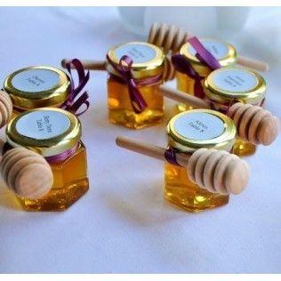 Idée marque-place : des minis pot de miel à offrir.