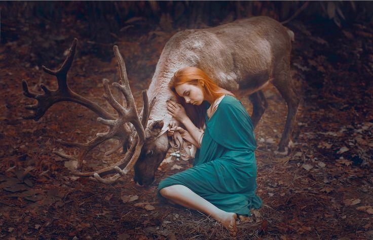 Russian Photographer Takes Stunning Portraits With REAL Animals - Russian photographer takes enchanting fairytale photos featuring wild animals